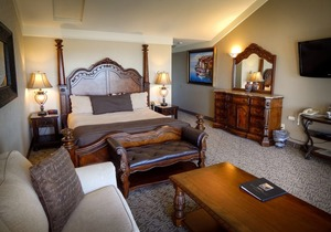Superior Suite Photo 3